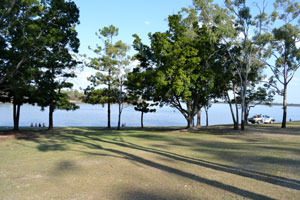 Emerald Accommodation - Fairbairn Dam